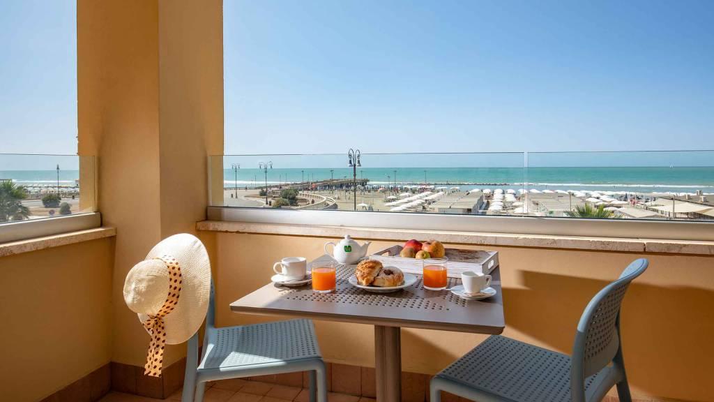 Hotel-La-Scaletta-Ostia-twin-room-with-view-12