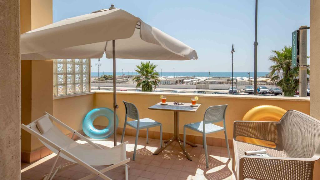 Hotel-La-Scaletta-Ostia-twin-room-with-view-8