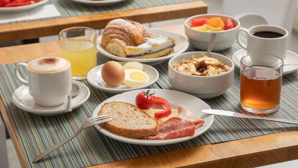 Hotel-La-Scaletta-Ostia-breakfast-11