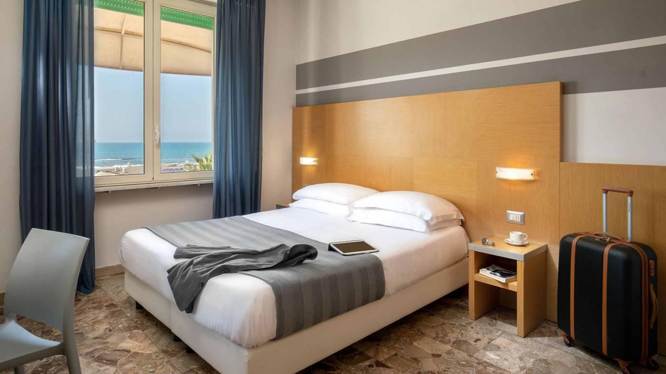 Hotel-La-Scaletta-Ostia-twin-room-with-view-5