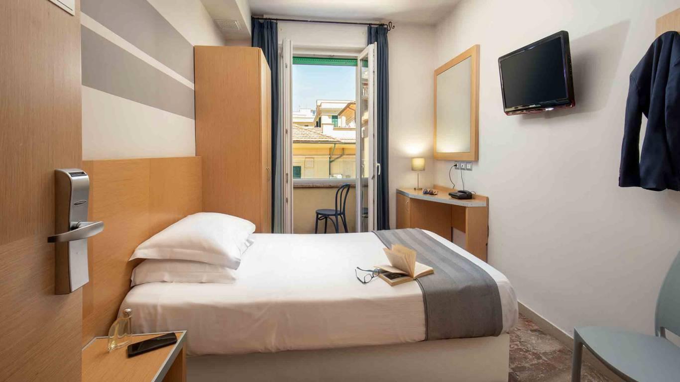 Hotel-La-Scaletta-Ostia-single-room-6