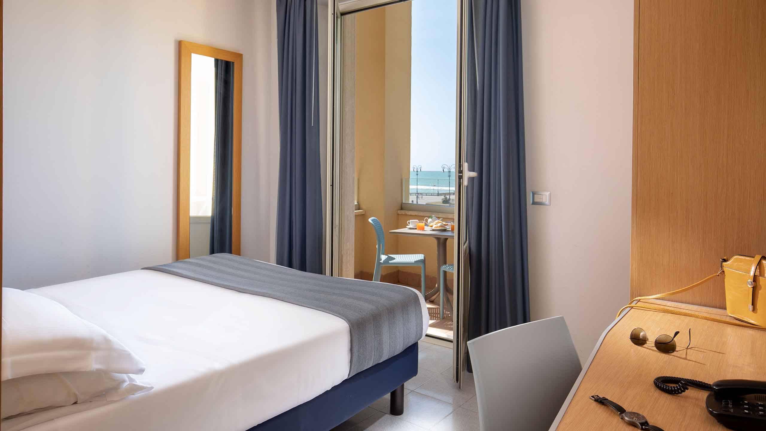 Hotel-La-Scaletta-Ostia-Camera-Doppia-Con-Vista-11