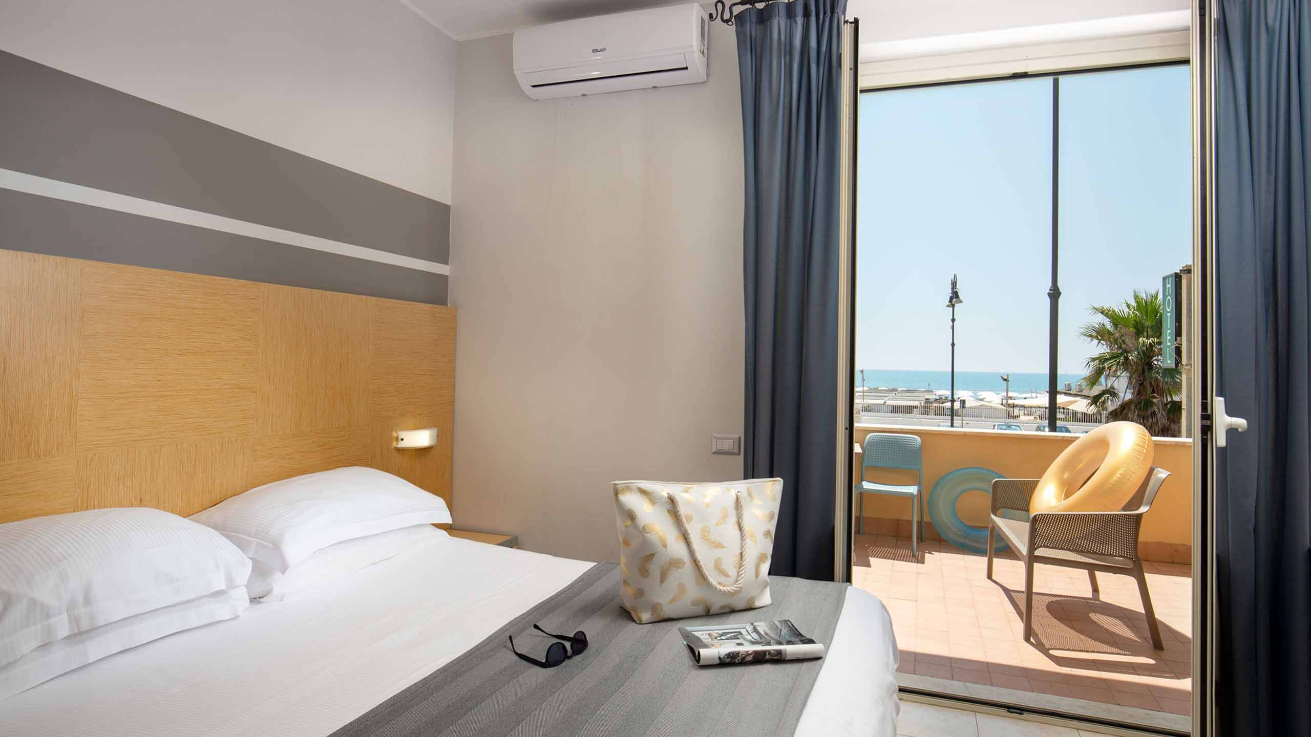 Hotel-La-Scaletta-Ostia-twin-room-with-view-7