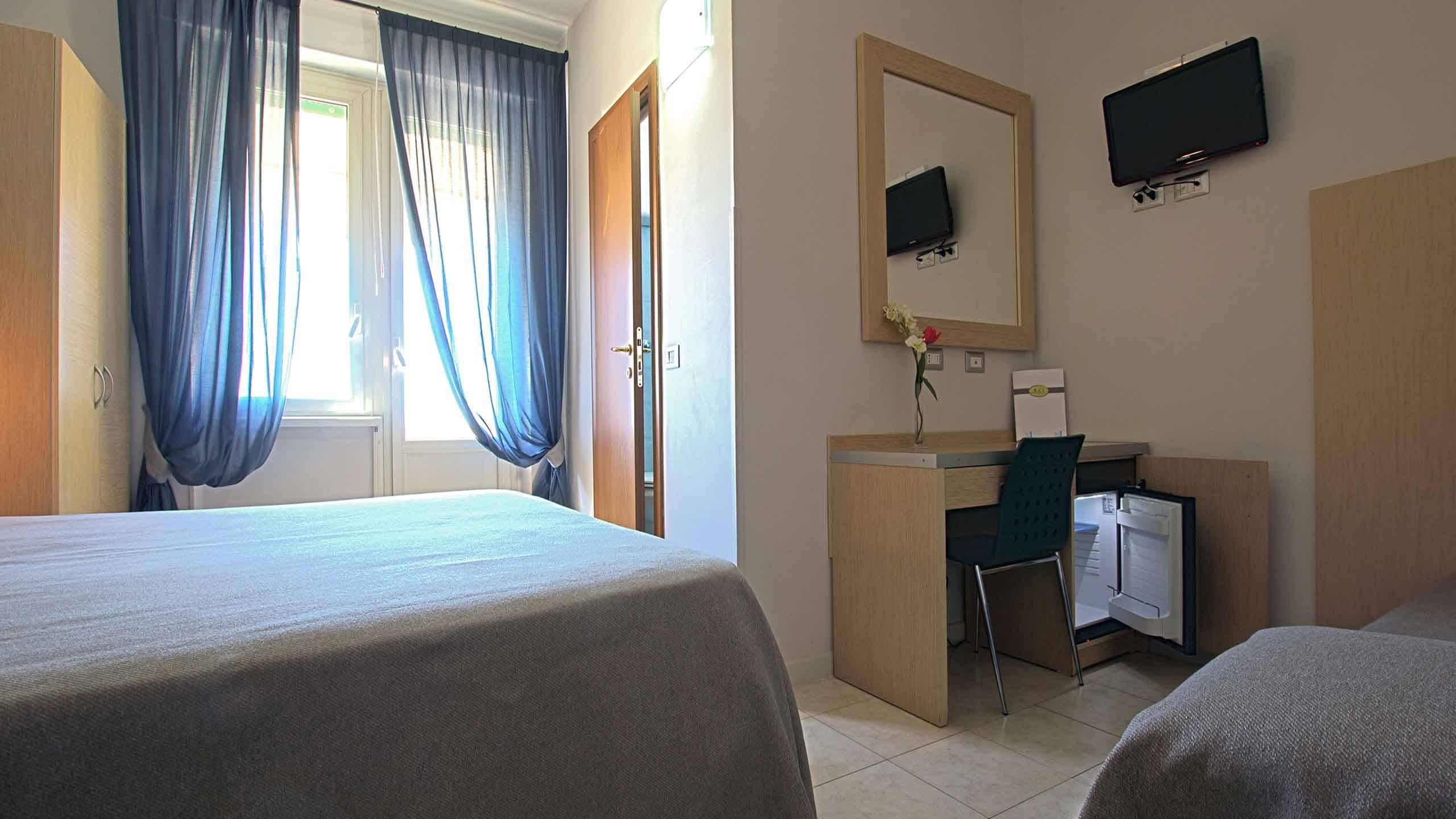 Hotel-La-Scaletta-Ostia-Camera-Tripla-Con-Vista-5