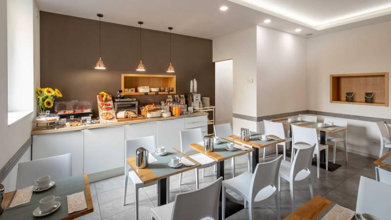 Hotel-La-Scaletta-Ostia-breakfast-2