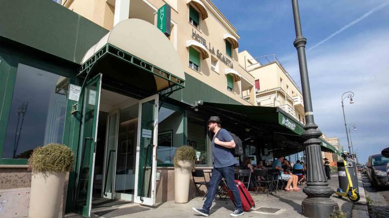 Hotel-La-Scaletta-Ostia-front-Hotel-3